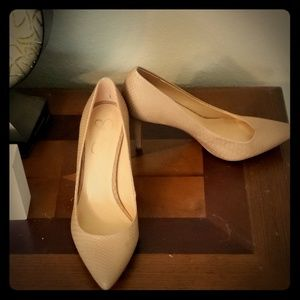 Women's Beige Textured Heel